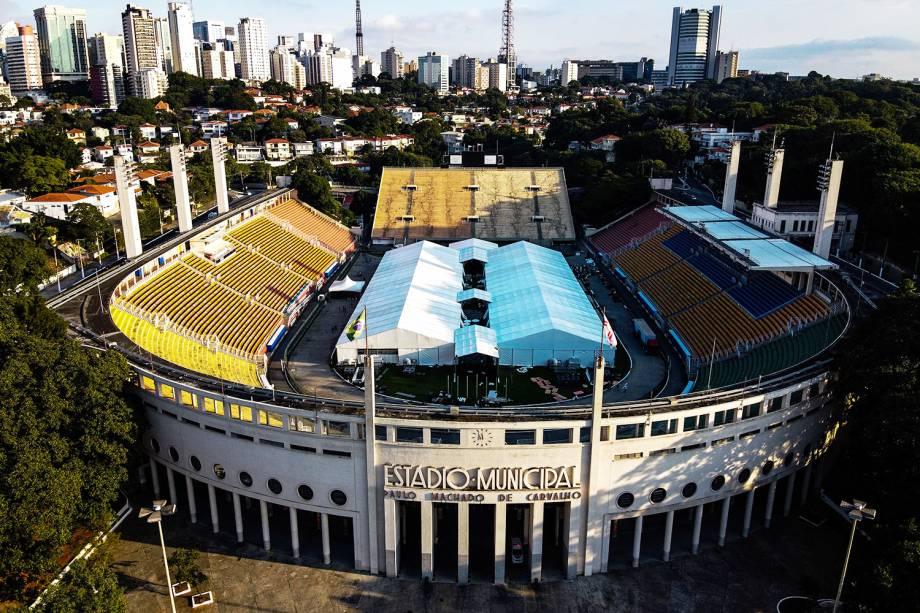 Vista aérea do hospital de campanha montado no Estádio do Pacaembu, em São Paulo