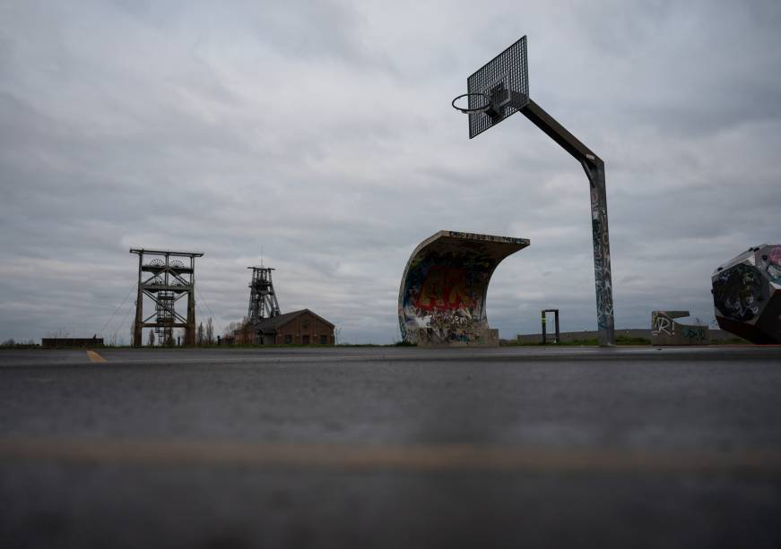 29 March 2020, North Rhine-Westphalia, Dortmund: The play and sports field with a basketball hoop at the Gneisenau district park, behind which the former winding towers of the coal mine of the same name can be seen, is deserted. To contain the coronavirus, NRW has banned all accumulations of three or more people in public. Photo: Bernd Thissen/dpa (Photo by Bernd Thissen/picture alliance via Getty Images)