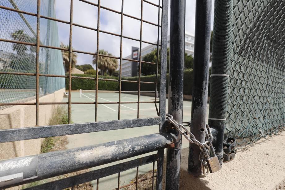 Quadra de tênis em Mallorca, na Espanha, cidade natal de Rafael Nadal, fechada devido ao coronavírus
