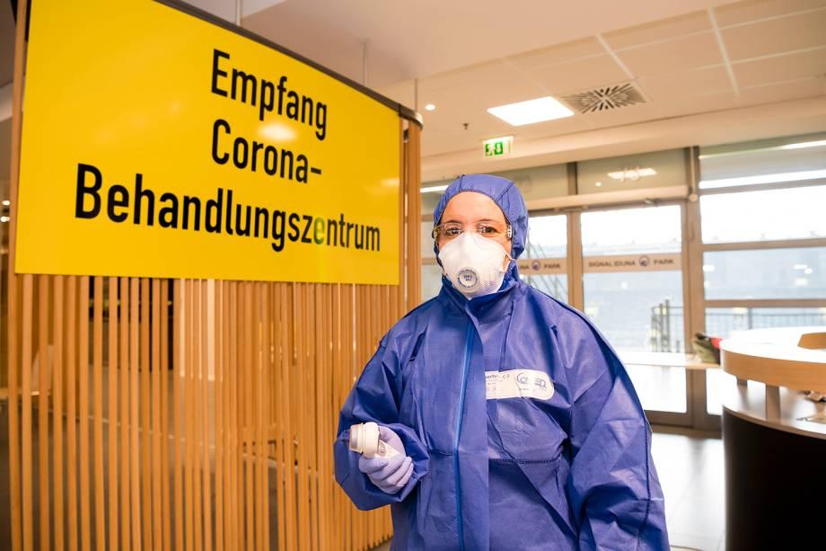 Unidade de atendimento ao coronavírus no estádio Signal Iduna Park, em Dortmund, na Alemanha