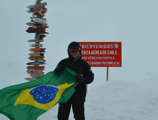 O psicólogo Roberto Moraes Cruz em missão na Antártica