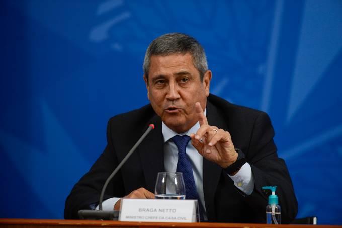 O ministro da Casa Civil, Braga Neto, participa de coletiva de imprensa no Palácio do Planalto