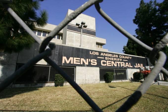 Presos en Los Ángeles buscan infectarse con coronavirus para forzar su libertad