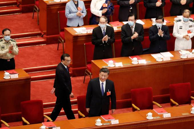 Chinese President Xi Jinping and Premier Li Keqiang arrive for the closing session of NPC in Beijing