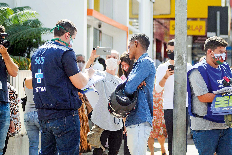 RECAÍDA -O município de Betim, no interior de Minas: reabertura teve de ser cancelada por causa dos excessos