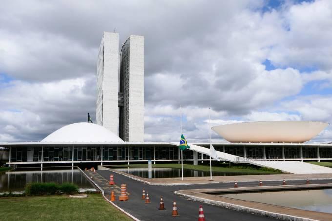 Senado e Congresso decretam luto por vítimas de Covid-19