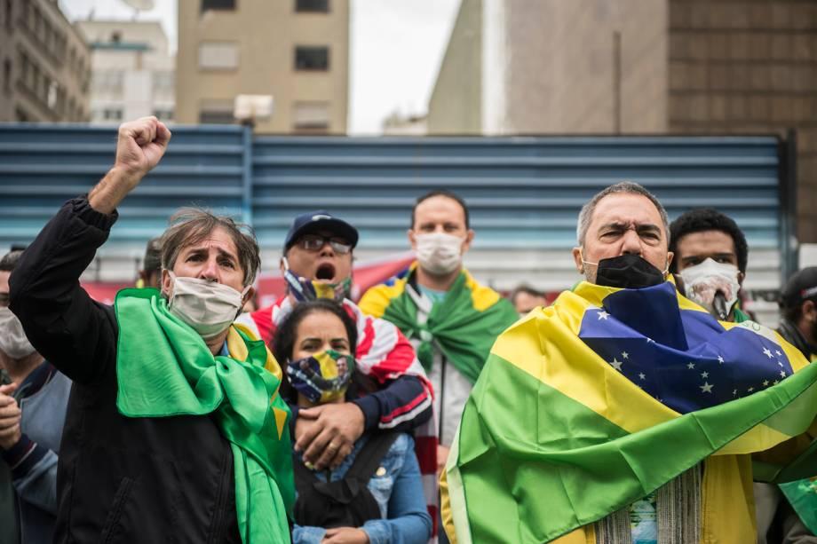 Manifestantes bolsonaristas em protesto contra o STF, João Doria, Rodrigo Maia e as medidas de isolamento social, na Av. Paulista