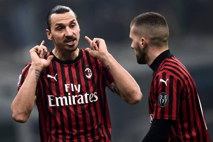 Zlatan Ibrahimovic (L) of AC Milan speaks with Ante Rebic of