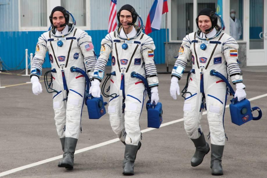 Na Rússia, o traje dos cosmonautas até hoje se assemelham àqueles usados no auge da Corrida Espacial