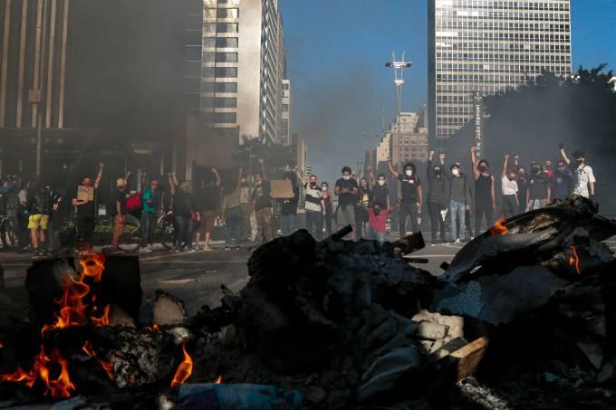 Protestos na Avenida Paulista contra e pró-Bolsonaro