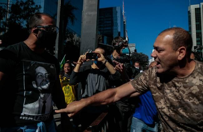 Apoiadores e opositores de Bolsonaro entraram em confronto na Avenida Paulista