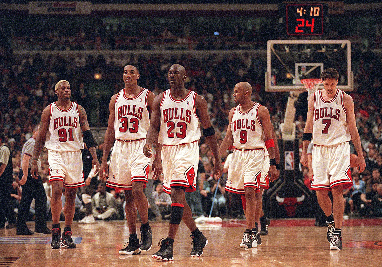Documentário sobre Michael Jordan causa revolta em ex-companheiros ...