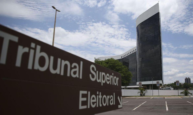 Hacker do TSE é preso em Portugal às vésperas da eleição | VEJA