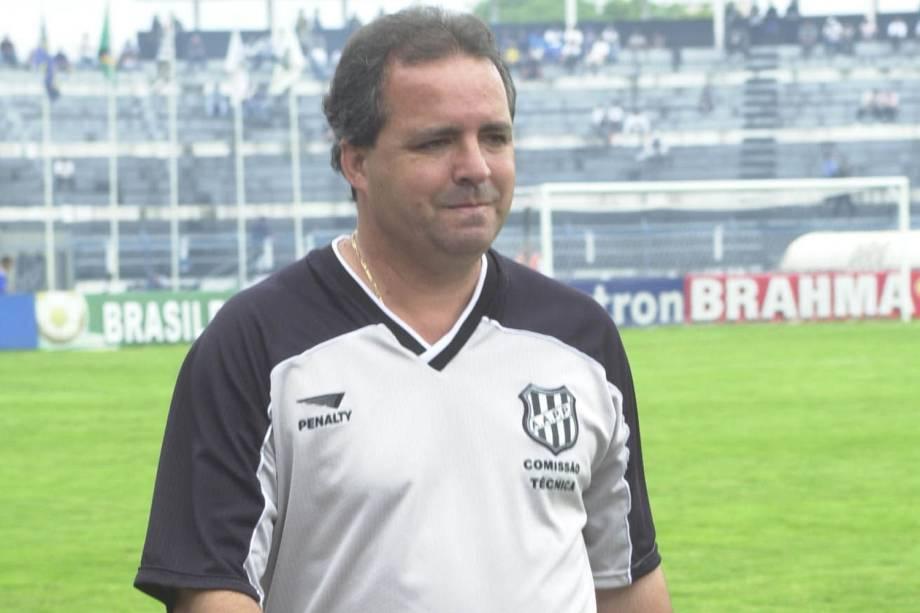 Vadão, técnico da Ponte Preta, contra o Vitória(BA), Campeonato Brasileiro, Estádio Moisés Lucarelli, em 2001