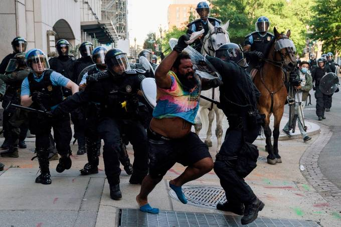 17-Riot police clear Lafayette Park for a photo opportunity by President Donald Trump in Washington17-