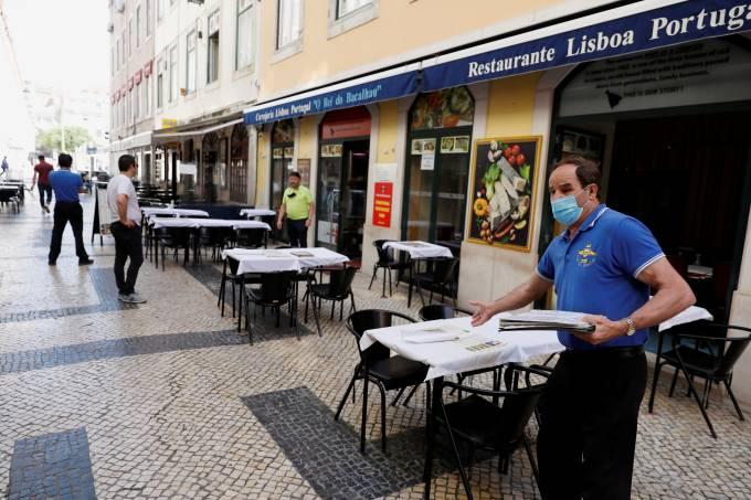 FILE PHOTO: Coronavirus disease (COVID-19) outbreak in Lisbon