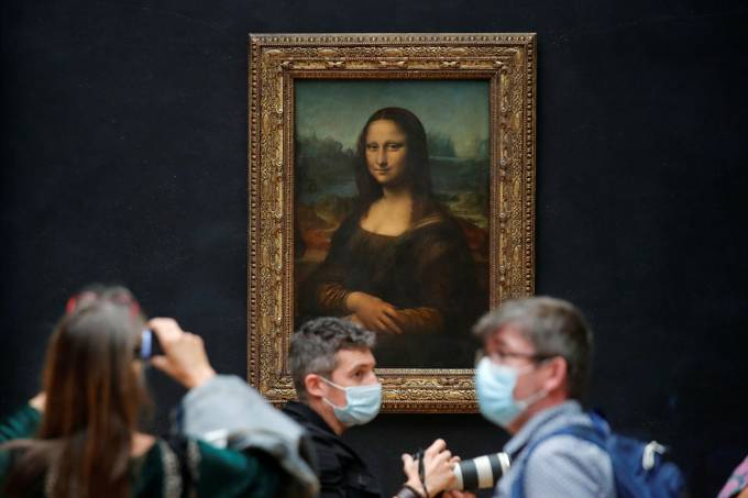 Louvre museum prepares to re-open after lockdown