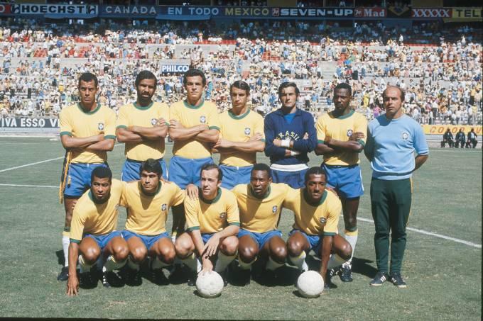 Equipe da seleção brasileira posada antes do jogo entre Brasil 3 x 2 Romênia, pa