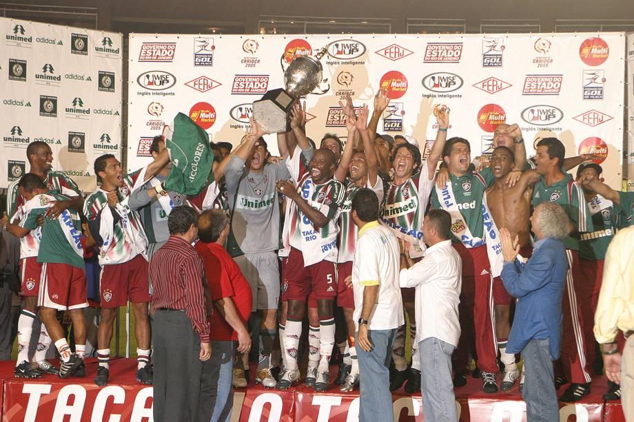 Jogadores do Fluminense comemorando o títuto do Campeonato Carioca em partida realizada contra o Flamengo, em 2005