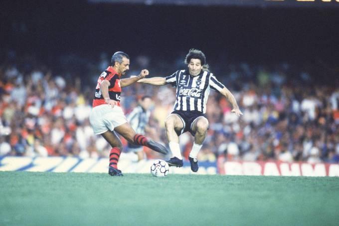 Junior, do Flamengo, e Renato, do Botafogo, no primeiro jogo da final do Campeon_1