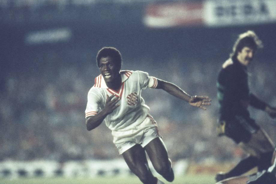 Marinho, do Bangu, durante o jogo contra Coritiba, pela finalíssima do Campeonato Brasileiro, em 1985