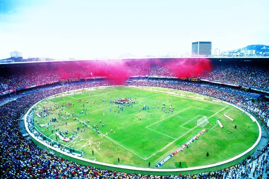 Vista aérea do Maracanã no jogo entre Flamengo e Atlético Mineiro pela Copa União de 1987