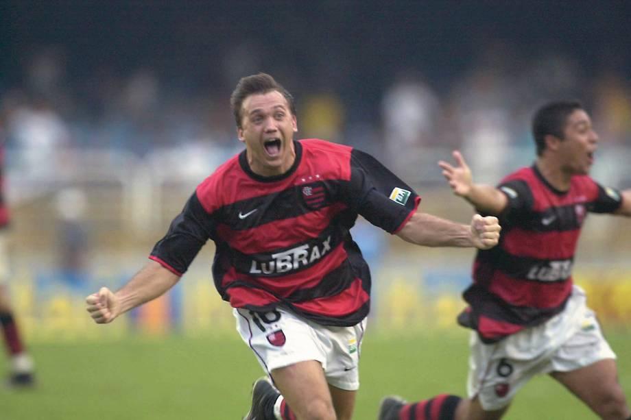 Petkovic e Cássio, do Flamengo, comemorando um gol contra o Vasco que garantiu o título do Campeonato Carioca de 2001