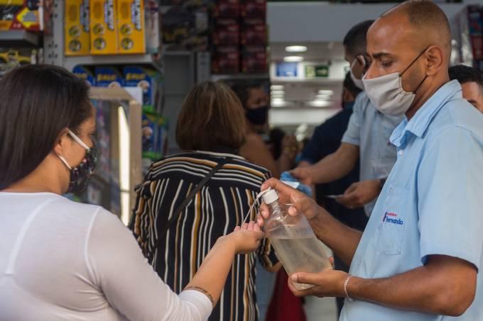REABERTURA DO COMÉRCIO EM SÃO PAULO-coronavirus-economia-multidao-covid-compras-corona-vendas-aglomeraçao-temperatura