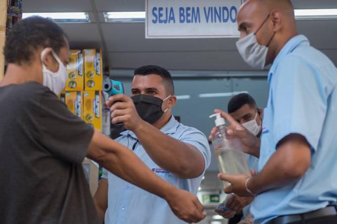 Brasil: Mortes por coronavírus caem 4,3% em uma semana no país