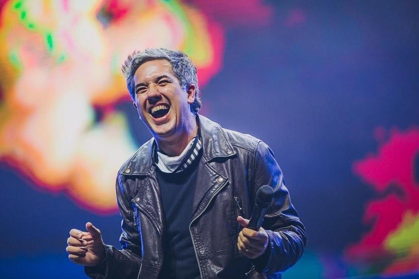 Rogério Flausino durante o show do Jota Quest no drive-in do Allianz Parque -
