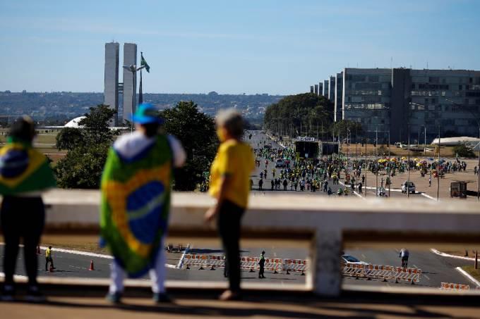 Atos pró e contra Bolsonaro em Brasília