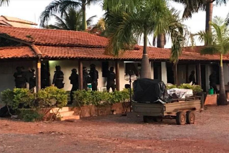 Polícia do DF realiza buscas em chácara do grupo '300 do Brasil ...