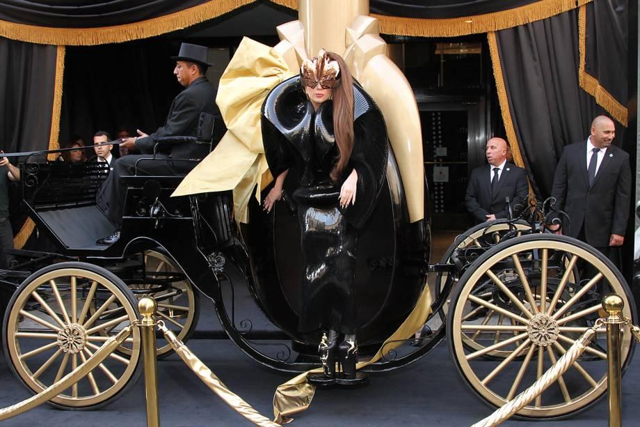 """Lady Gaga durante lançamento de seu perfume """"Fame"""", em Nova York, no ano de 2012"""