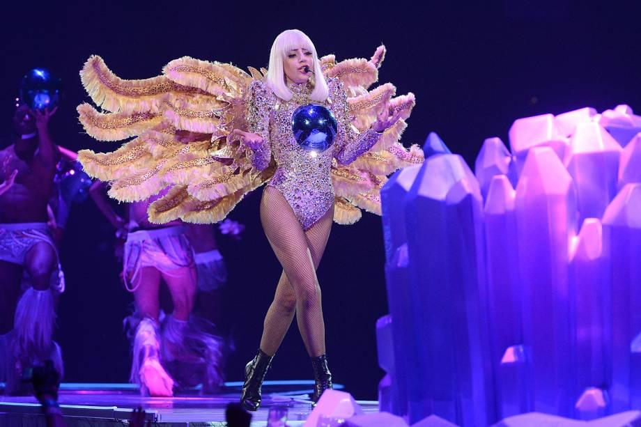 """Lady Gaga no palco durante a abertura de sua turnê """"The ARTPOP Ball"""" na Flórida, em 2014"""