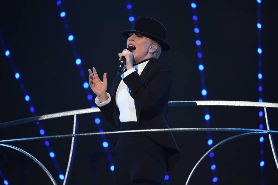 Lady Gaga cantando Frank Sinatra em evento que homenageou os 100 anos do cantor, em 2015