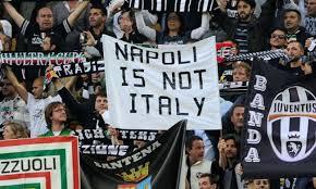 Faixas preconceituosas contra os napolitanos são comuns em jogos entre Juventus e Napoli
