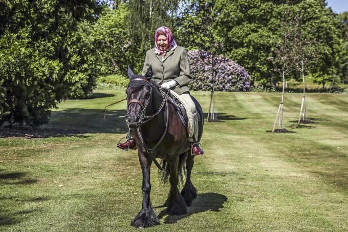 rainha-cavalgando