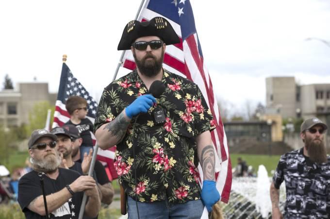 """USA: Facebook bannit le mouvement d'extrême droite """"Boogaloo"""" qui a perturbé les manifestations antiracistes"""
