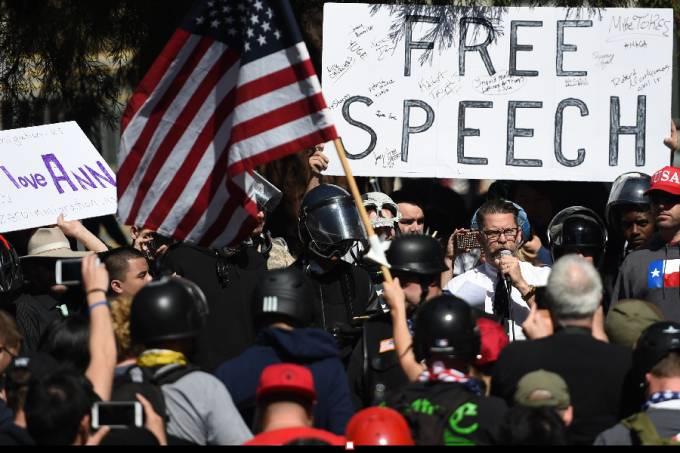 comício conservador em Berkeley, California