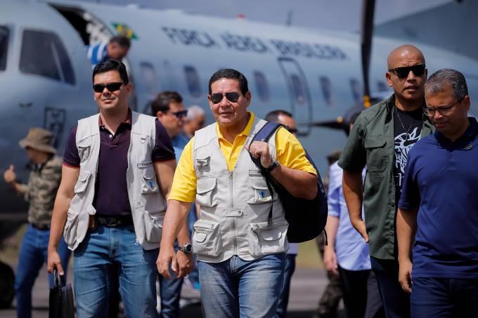 Hamilton Mourão e Sergio Moro visitam instalações da Operaç