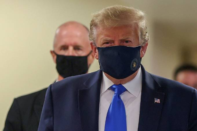 Donald Trump de máscara