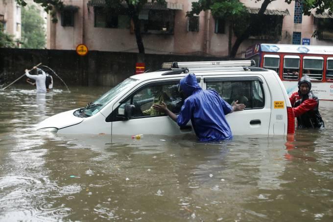 Inundações deixam 189 mortos e 4 milhões de desabrigados na Índia