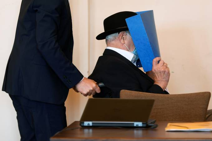 The 93-year-old German Bruno D. arrives for his trial in a Hamburg court room