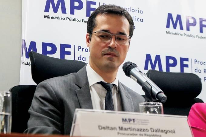 Coletiva de imprensa com procuradores da forÁa-tarefa Lava Jato.