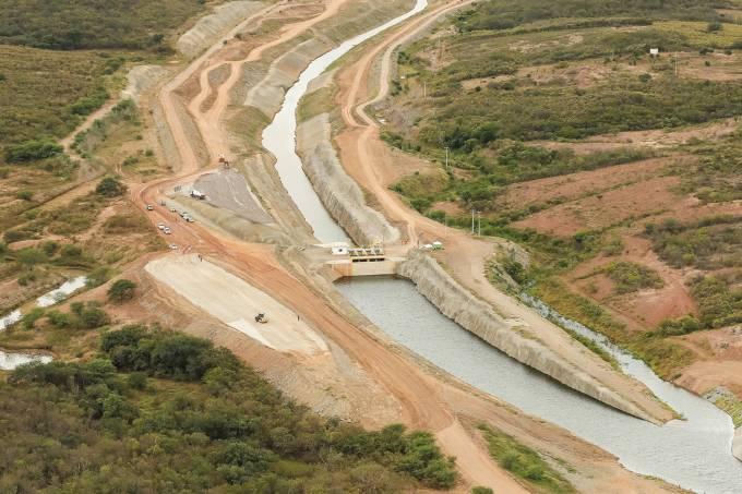 Sobrevoo sobre o canal do rio São Francisco no estado do Ceará.