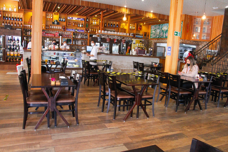 Bares e restaurantes pedem mais flexibilização de regras ao governo de SP |  VEJA
