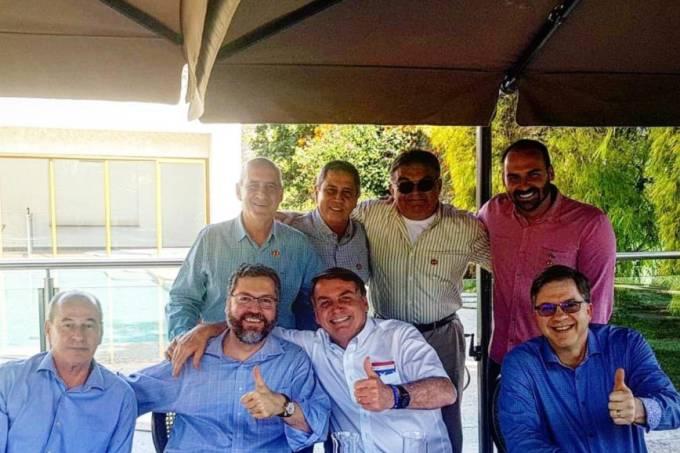 Bolsonaro e ministros no 4 de julho