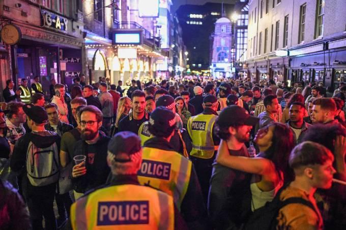 Pubs reabrem em Londres