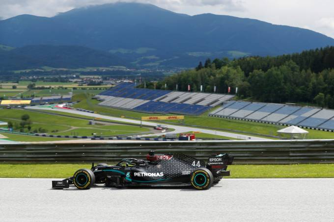 Lewis Hamilton foi o mais rápido nos treinos em Spielberg
