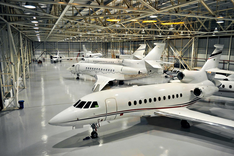 LUXO -Hangar de jatos privados: o 1% mais rico do país detém quase um terço da renda nacional.